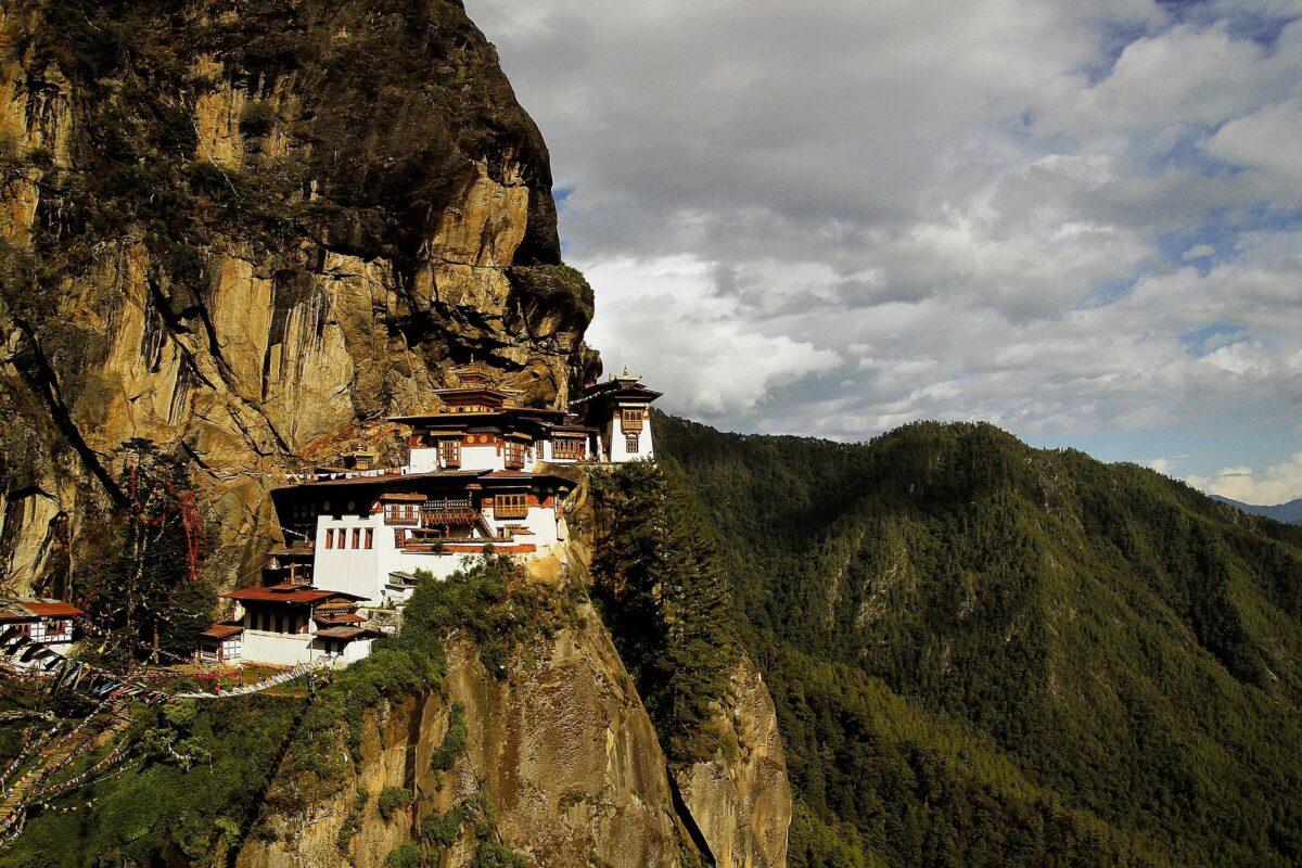 Šta znači sanjati manastir?