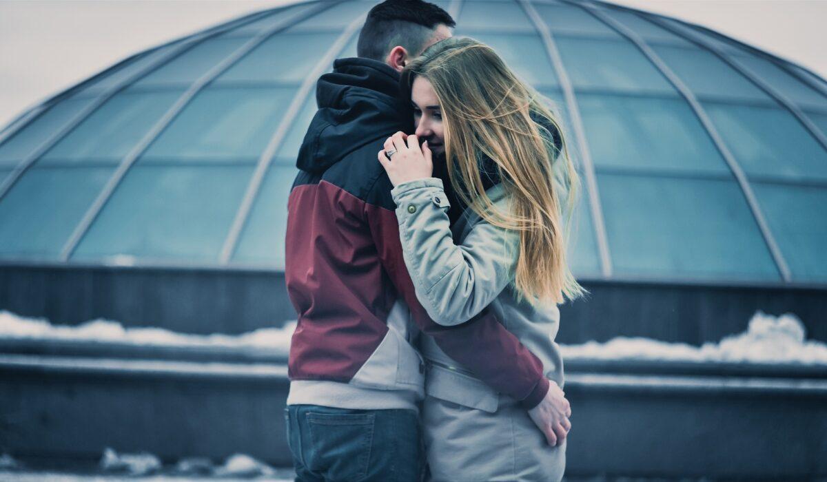 Šta znači sanjati zagrljaj?