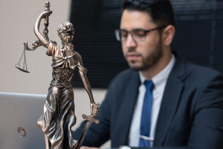 Šta znači sanjati advokata?
